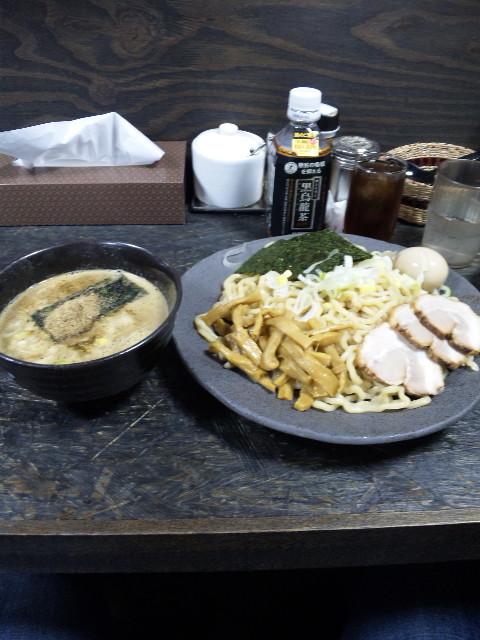 昼メシは…つけ麺・渕で…。